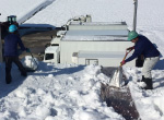 手作業での除雪